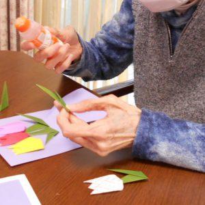 折り紙でチューリップを♪~デイサービス2021.4.19~